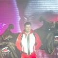 Гарік Харламов вийшов на подіум з крилами-бульдогами