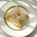Яблука в карамелі і листковому тісті